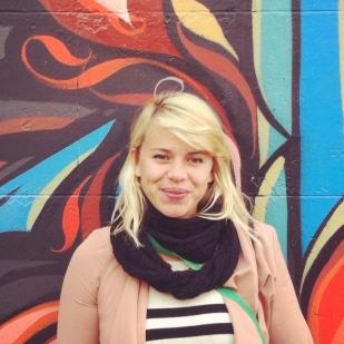 Architecte HMO - Co-créatrice, Journaliste, Photographe AIM - Joyeuse et pleine d'énergie Charlotte mord la vie à pleines dents tous les matins.