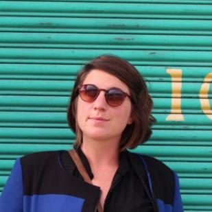 Suzie Passaquin – Architecte ADE - Co-créatrice AIM, journaliste Attentive et sociologiquement gourmande, amoureuse du papier et des paillettes
